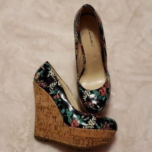 Breckelle' Floral Print Wedges size 6.5